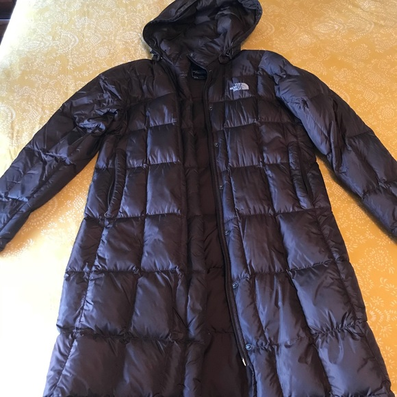 f6d161455 Woman's knee length north face down coat